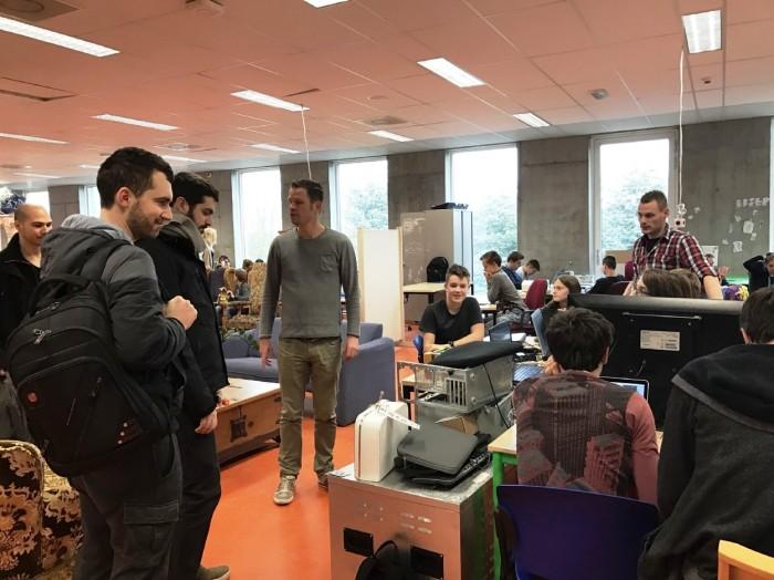 Так проходят занятия на третьем курсе обучения (Agora College, Нидерланды). | Фото: niekee.nl.