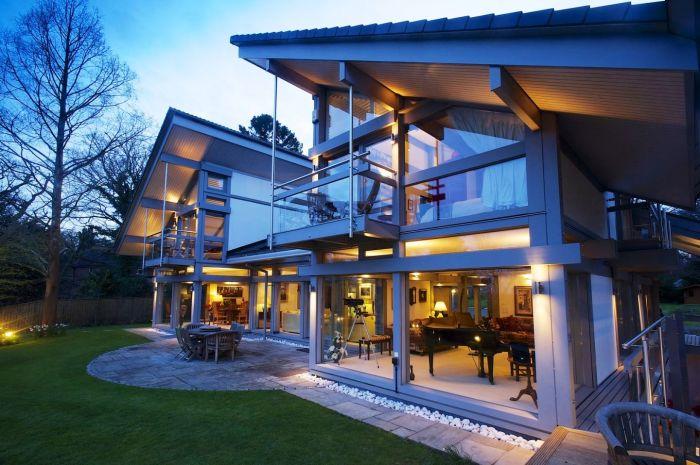 За проект особняка немецкая строительная фирма Huf Haus получила «Приз за самую необычную архитектуру» (Рингвуд, Великобритания). | Фото: theworldnews.net.