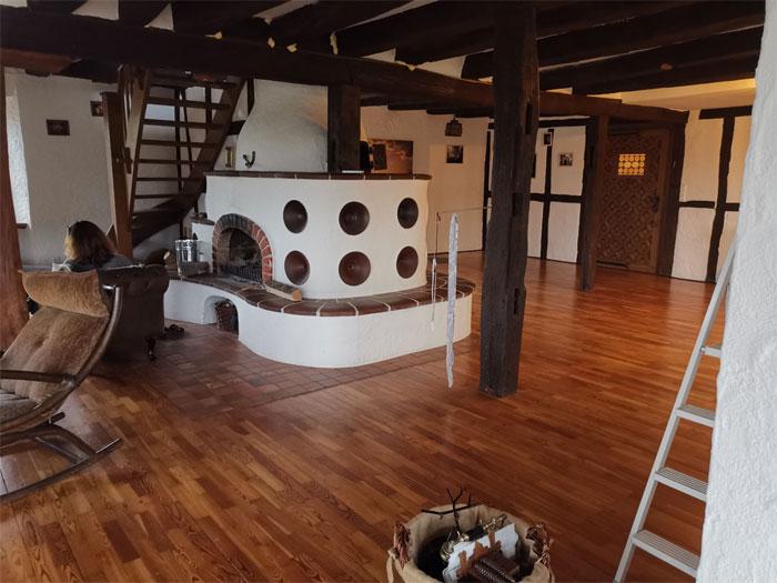 Гостиная средневекового замка после восстановления. | Фото: decorstyle.ig.com.br.