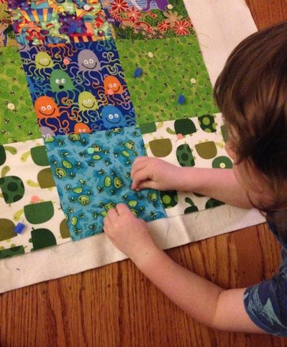 Ребенок тоже любит мастерить необычные украшения для интерьера их дома.
