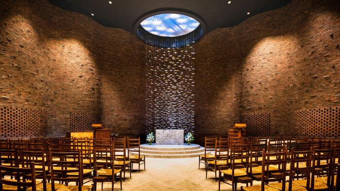 Световой люк помогает создать волшебную атмосферу (MIT Chapel, Массачусетский технологический институт). | Фото: venetiakapernekasblog.com.