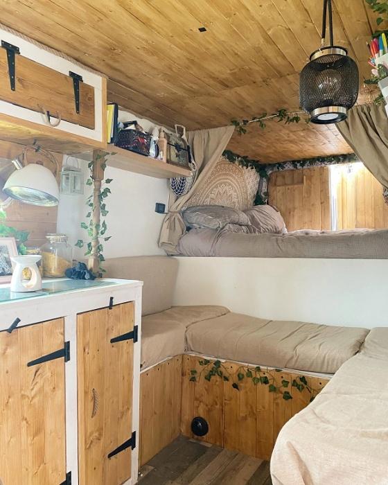 Уютный домик на колесах избавил супругов от вечных долгов и позволил путешествовать. | Фото: meandmylifestyleblog.com.