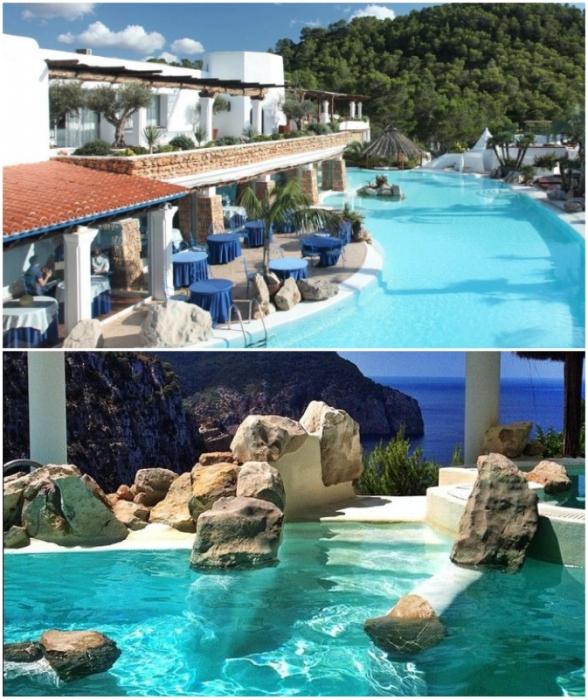 Бассейн имеет и привычные очертания, и скалистые «берега» с бьющимися о камни волнами, имитирующими побережье бухты (Hacienda Na Xamena, Испания).