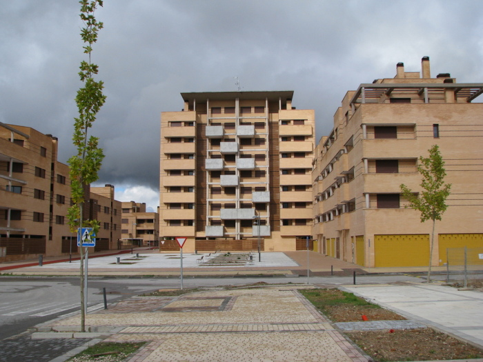 Современные дома остались без новоселов. | Фото: redsense.com.ua.