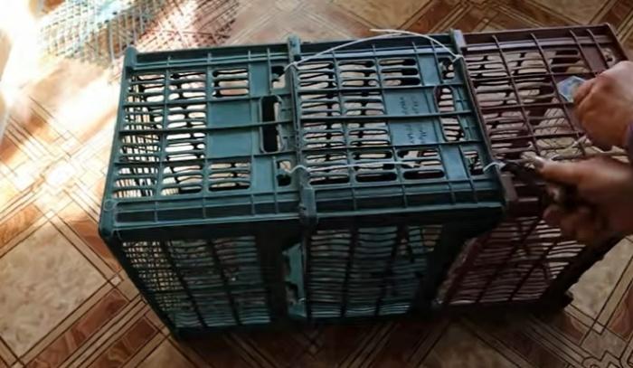 Ящики можно скрепить между собой с помощью пластиковых стяжек-хомутов. © Мастерим Руками.