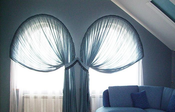 Как использовать вертикальные подхваты для фиксации полотна штор.