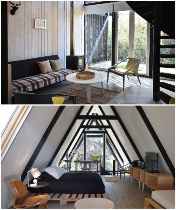 Интерьер гостиной и спальни в оригинальной лесной хижине Casa R от чилийского архитектора Филиппе Лагоса.