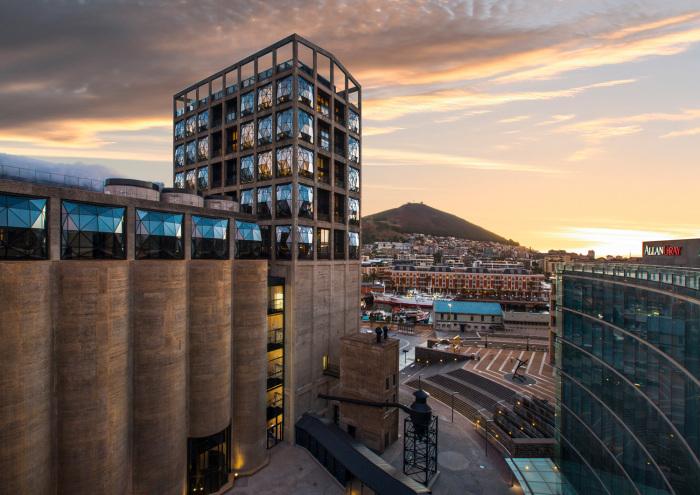 Крупнейший в мире Музей современного искусства Африки Zeitz расположен в перепрофилированном зернохранилище (Кейптаун, ЮАР). | Фото: architectmagazine.com