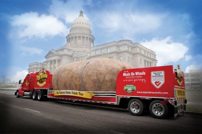 Бутафорская картофелина из штата Айдахо 10 лет колесила по просторам Соединенных Штатов (Big Idaho Potato Hotel).   Фото: recklessroaming.com.