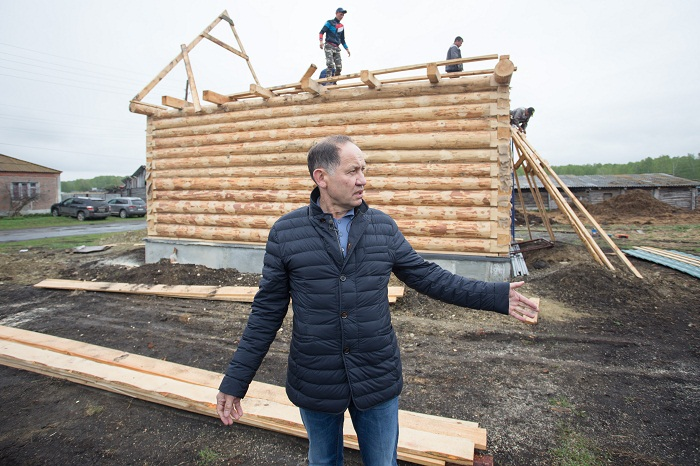 Бизнесмен Камиль Хайруллин начал строительство новых домов в родной деревне Султаново (Челябинская область).