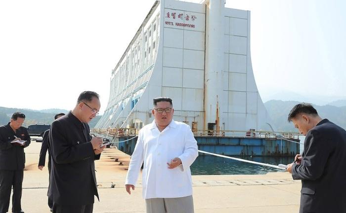 Ким Чен Ын приказал уничтожить отели южнокорейского производства, в том числе и старый отель Большого Барьерного рифа. | Фото: dailymail.co.uk.
