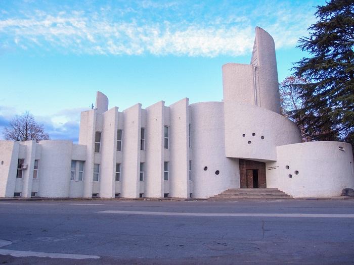 Футуристическое  здание музея в Грузии.