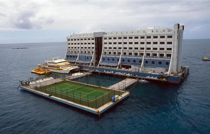 Строительство плавучего отеля обошлось в 27 млн. дол. США. | Фото: disgustingmen.com.