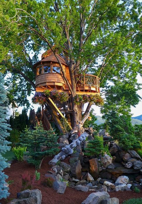 Сказочный домик на дереве с видом на озеро Челан в штате Вашингтон (США). | Фото: nelsontreehouse.com.