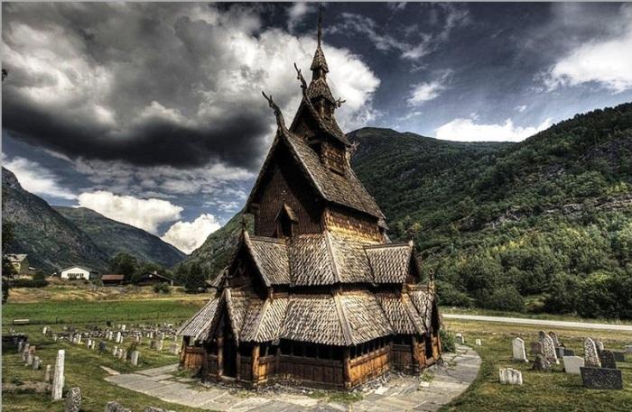 Ставкирка в Боргунне – самая древняя норвежская церковь, сохранившаяся до наших дней (предположительно 1150—80 гг.). | Фото: krasoteurop.ru.