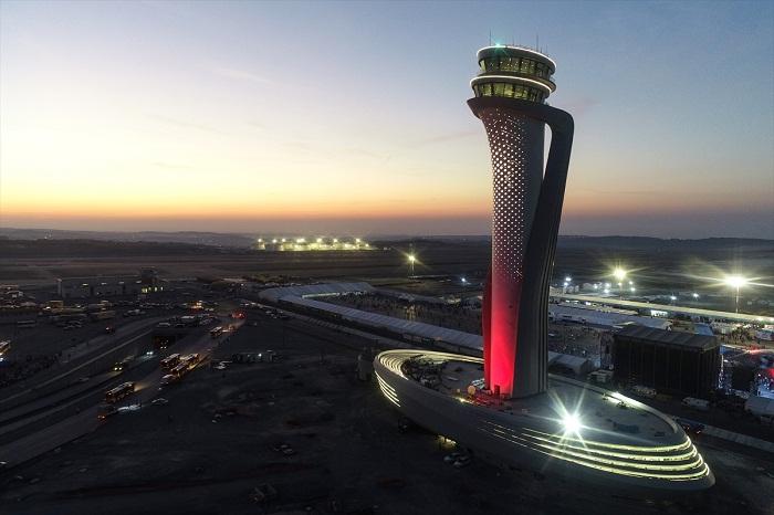 Башня управления воздушным движением достигает 90 метров (аэропорт «Стамбул», Турция).
