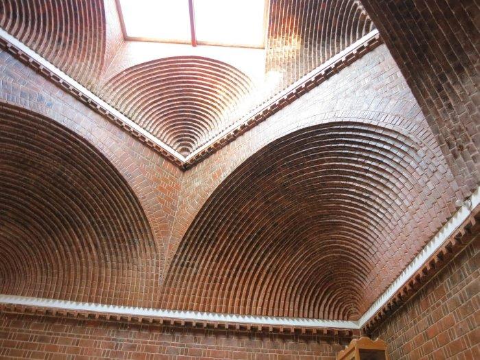Удивительной красоты  арочный потолок сделан современными мастерами. | Фото: fishki.net.