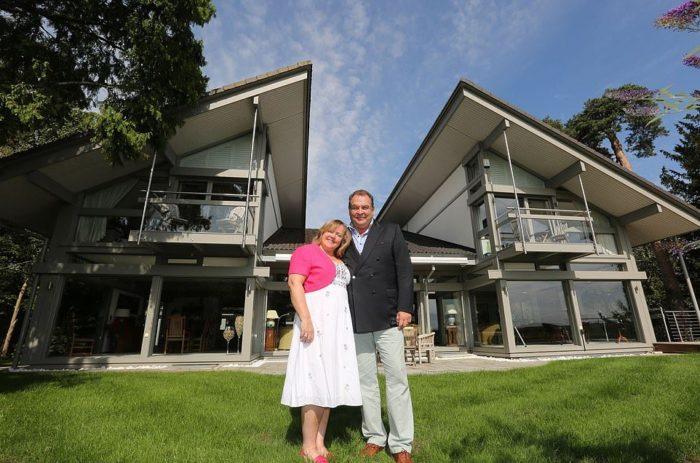 Организаторы необычной лотереи Марк и Шарон Бересфорды снова выставили свой дом на продажу и планируют переезд (Avon Place, Рингвуд). | Фото: morediva.com.