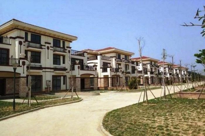 Благоустроенная китайская деревня пустует из-за жадности и глупости людей (Китай).