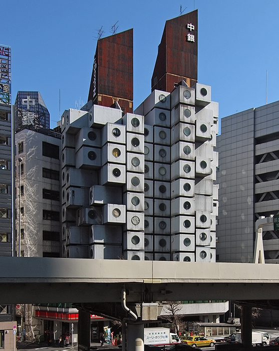 Уникальный жилой комплекс Nakagin Capsule Tower (Токио, Япония).
