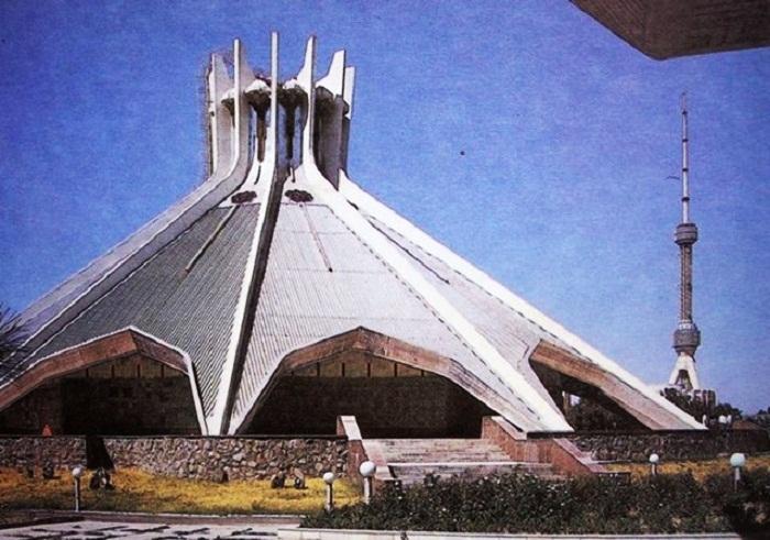 Фантастическая конструкция павильона ВДНХ в Ташкенте.