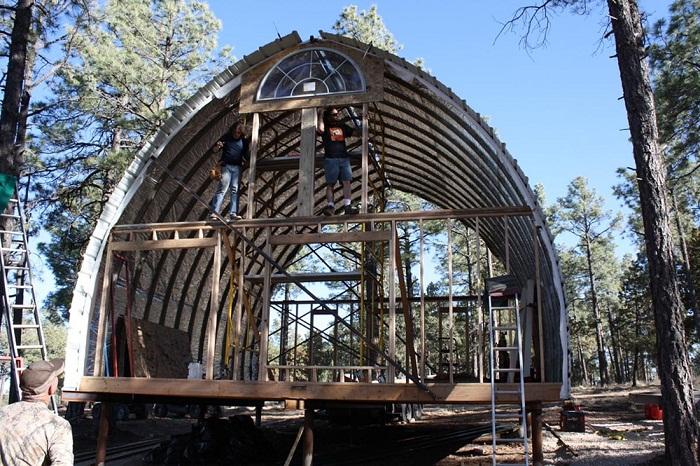 Каркасный арочный дом собирают от 3-15 дней.