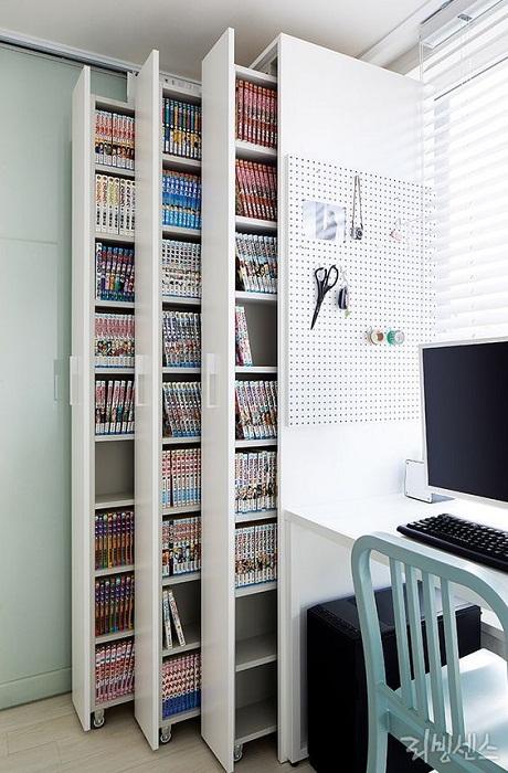 Использовать шкафы с выдвижными вертикальными полками.