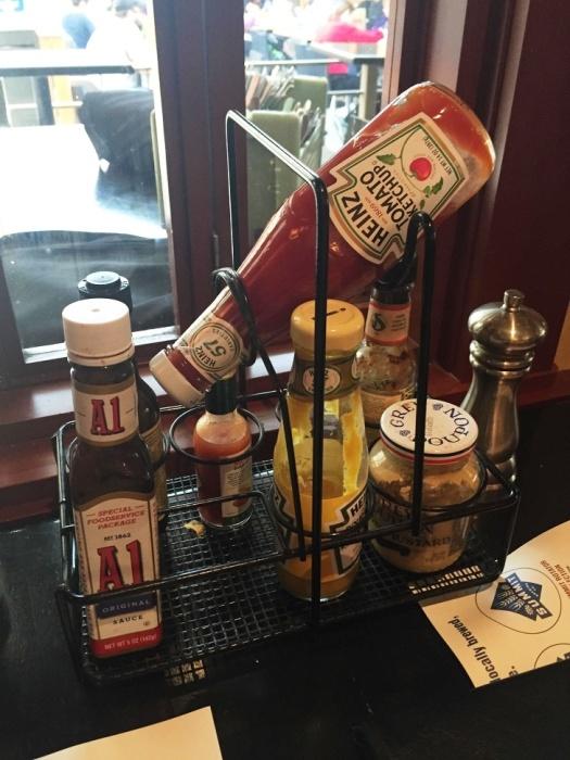 Благодаря специальному держателю соус/кетчуп всегда готов к использованию. | Фото: news.myseldon.com.