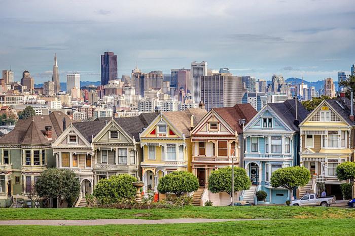 Художник Буч Кардум первым начал возрождать былую жизнерадостность и красоту старинных домов, созданных в викторианском стиле («Painted Ladies», Сан-Франциско). | Фото: flickr.com.