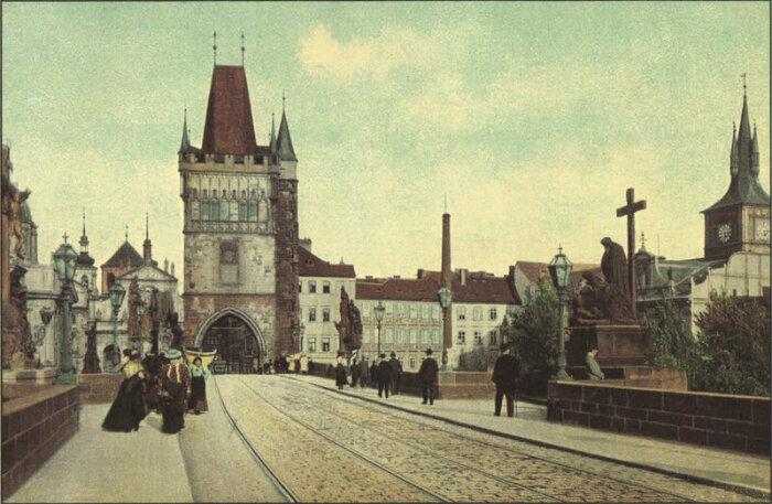Через Карлов мост проходила городская конка (1900 г., Прага). | Фото: rovdyrdreams.com.