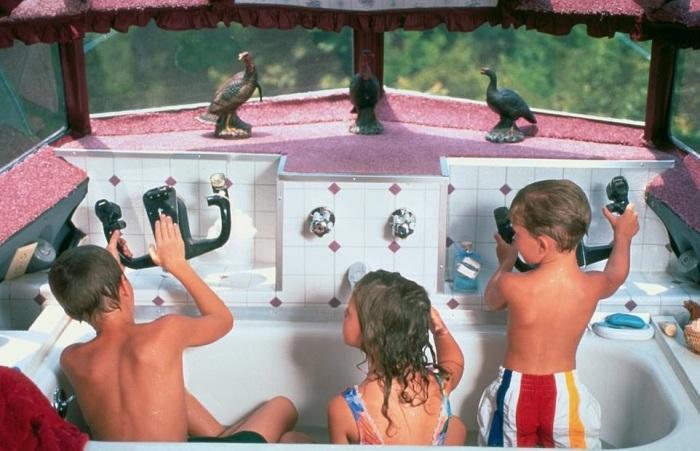Теперь дом-самолет с его роскошным джакузи стали излюбленным местом отдыха для внуков Джо Энн («Little Trump»). | Фото: healthyfrog.readsector.com.