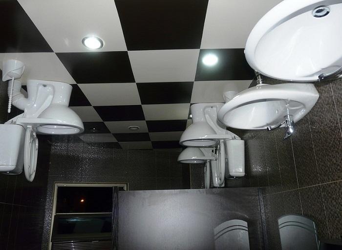 «А как пользоваться таким туалетом?» — спросите вы.