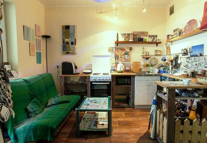 В квартире-студии сложно создать уют и чистоту, даже если все находится на своих местах. | Фото: citydog.by.