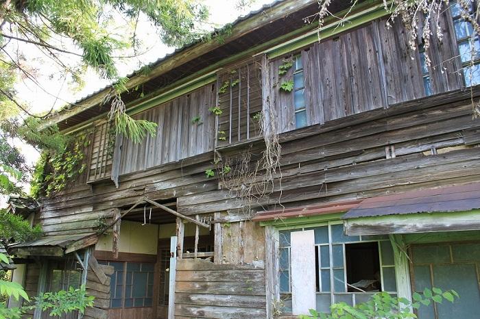 Деревянная клиника стоит заброшена еще со времен войны (Префектура Гифу, Япония).  | Фото: animetank.ru.