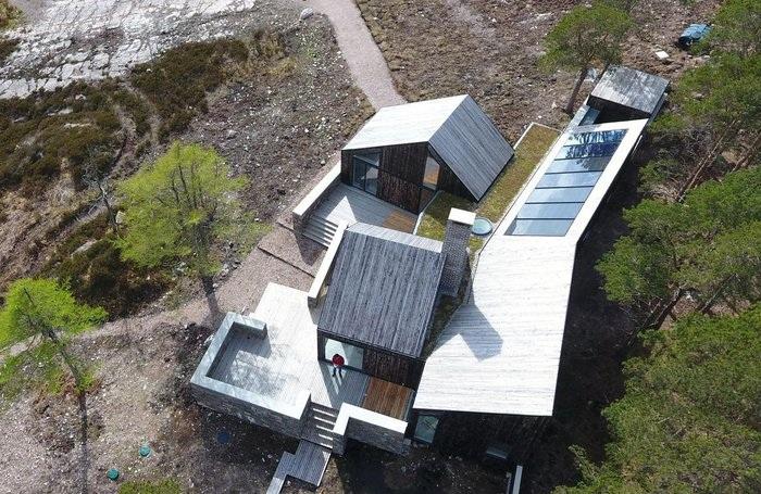 Солнечные батареи были установлены на крыше сарая (Lochside House, Великобритания). | Фото: haysomwardmiller.co.uk.