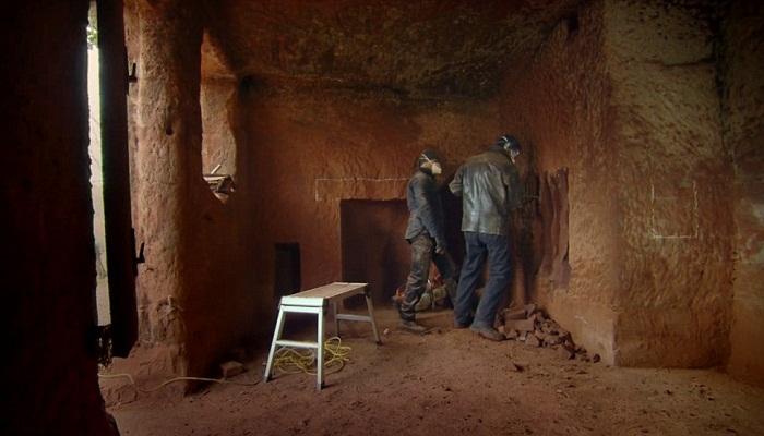 На создание всех тоннелей и комнат ушло 18 месяцев.