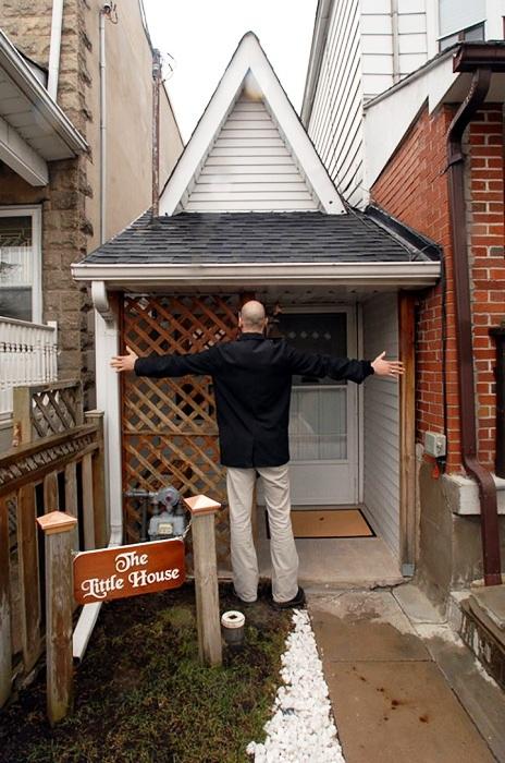 Рядом с таким домом становишься Гулливером (Торонто).