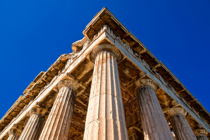 Мраморные колонны хоть и потеряли белоснежный цвет, но сохранились все до единой (Гефестейон, Греция). | Фото: putidorogi-nn.ru.