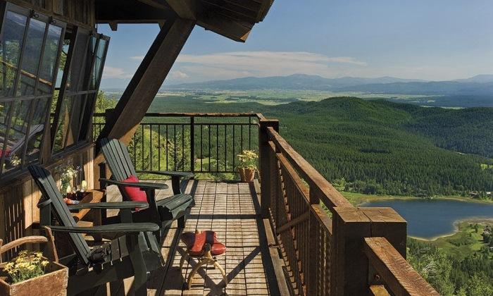 С балкона, в любом направлении открывается прекрасный вид на окрестности (Уайтфише, США). | Фото: designstack.co.