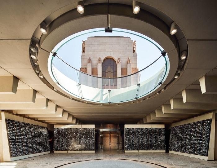 Один из залов мемориального комплекса ANZAC в Сиднее (Австралия).   Фото: brickworks.com.au.