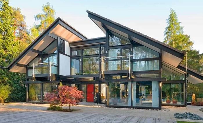 Мультифункциональные стекла спасут от жары и холода (Кобхэм, Великобритания).   Фото: maderayconstruccion.com.ar.