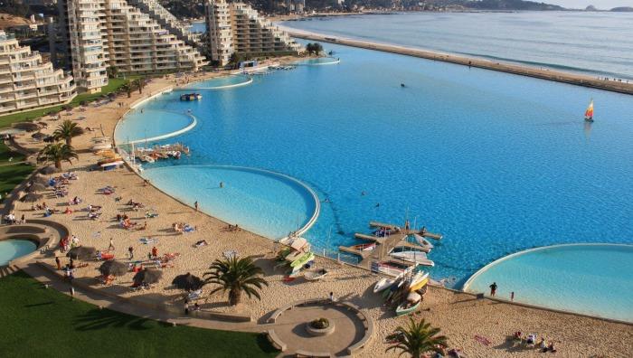 На создание бассейна и систем очистки океанической воды было потрачено 1,5 млрд дол. (San Alfonso del Mar, Альгарробо). | Фото: m.dk.factory-water-fountain-equipment.com.
