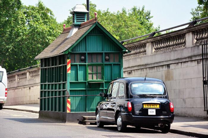 Спустя многие годы таксисты стали завсегдатаями Cab Shelter (Лондон, Великобритания).   Фото: janeslondon.com.