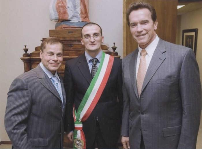 Мэр города старается сохранить старинный город Италии.