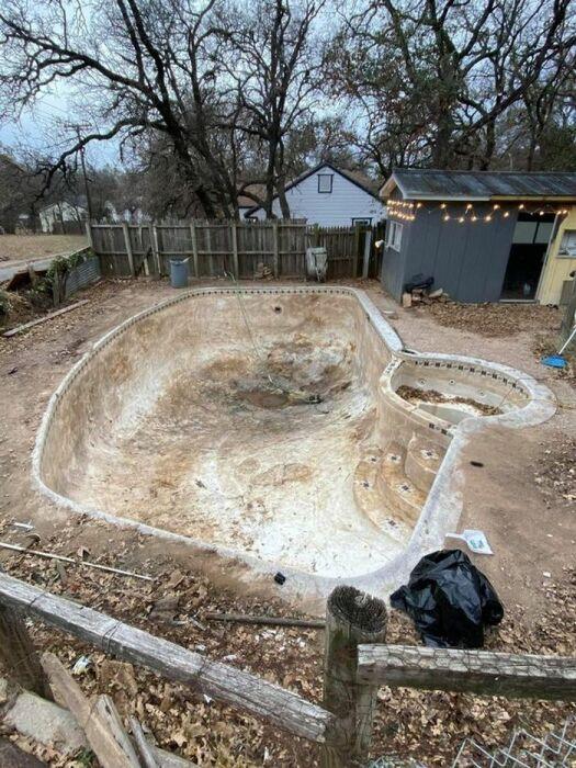 Дом с секретом, или Как дождь помог обнаружить роскошный бассейн в заброшенном дворе