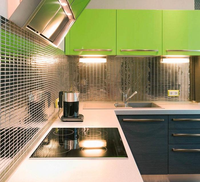 Металл для кухонного фартука может быть тисненным.