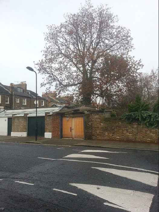 Так выглядел старый гараж в Далстоне (Gouse, Лондон). | Фото: architectsjournal.co.uk.