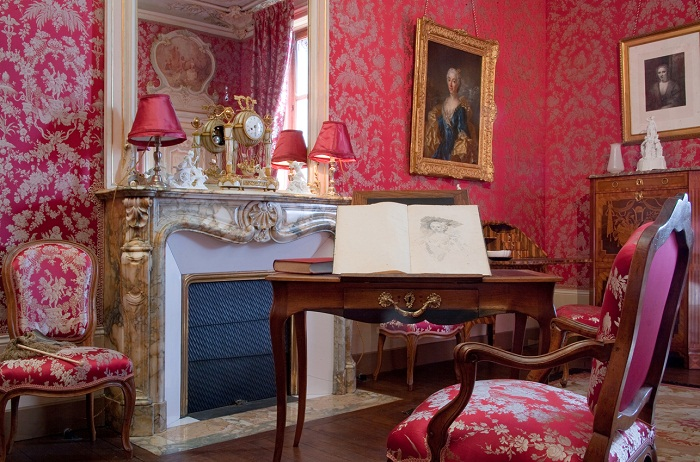 Розовая комната, созданная для дамы сердца.