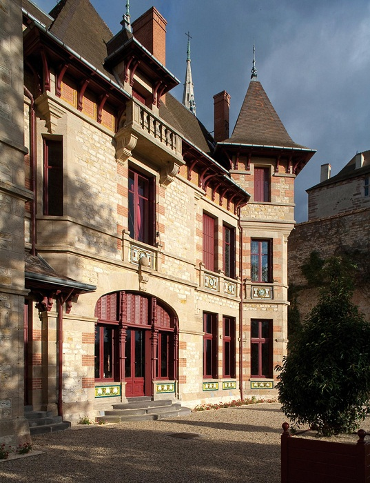 Дом Мантена построен в конце XIX века на месте дворца Бурбонов.