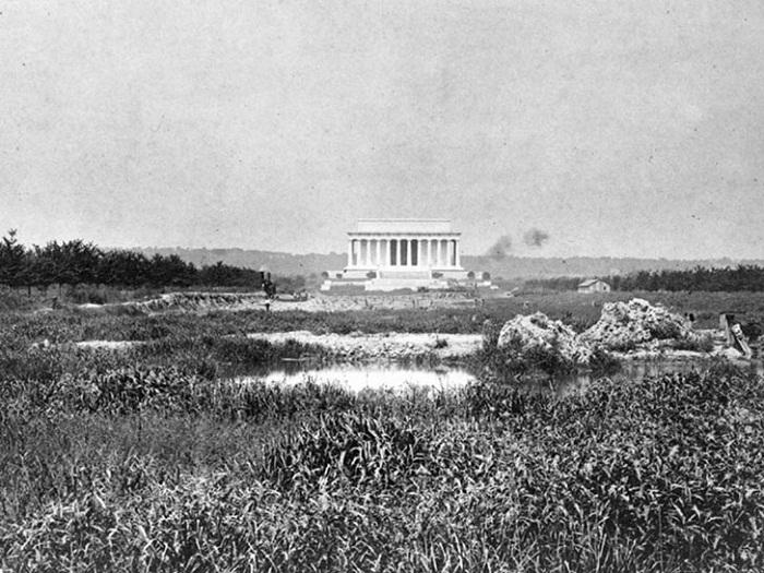 Величественный мемориал памяти Авраама Линкольна в 1922 году (Вашингтон).